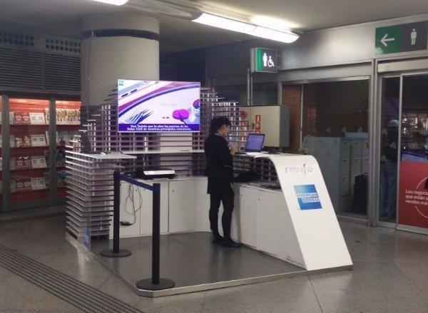 Stand de American Express en Atocha